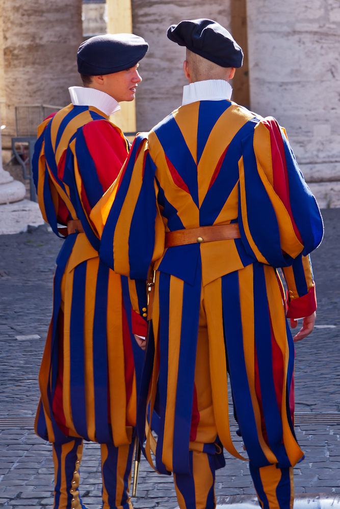cfrobins_090726_1905_rome_vatican-swiss-guards